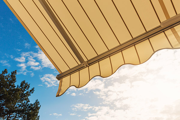 wind resistant retractable awnings